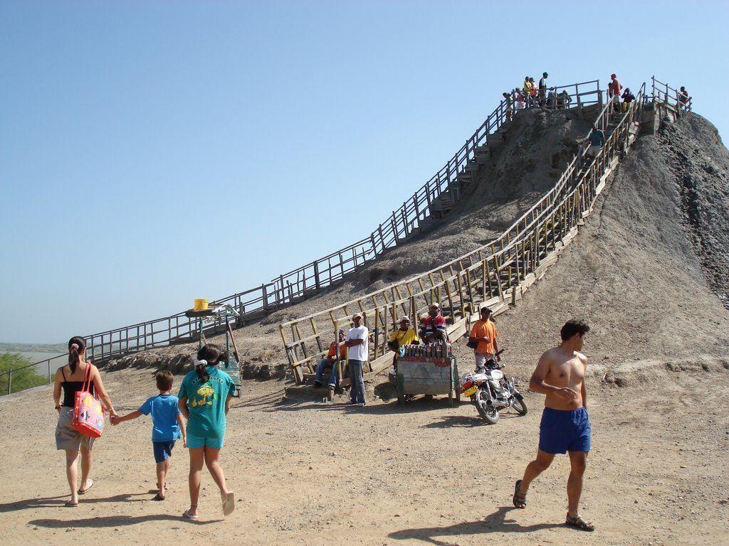 voyage cartagena, volcan boue